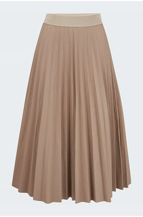 pleated faux leather skirt in brown