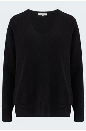 relaxed v neck pullover in black