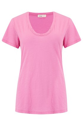 Levete Room  Any Scoop T-Shirt in Fuchsia