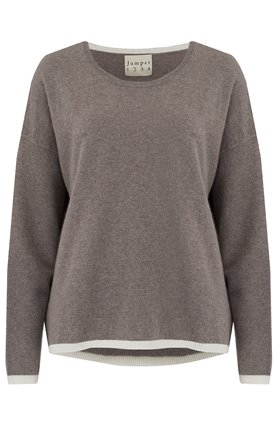 tipped crew jumper in moose