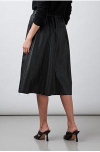 vegan leather skirt in black