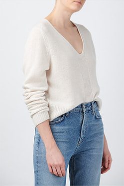 360 CASHMERE - Wendi V-Neck Jumper In Chalk